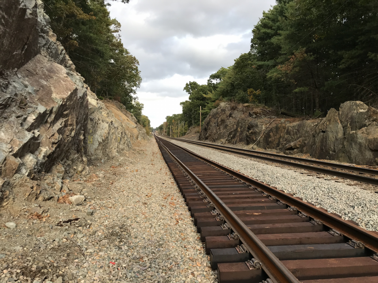 New tracks were installed parallel to the existing track after excavating the adjacent rocks and installing a drainage system (October 2019)