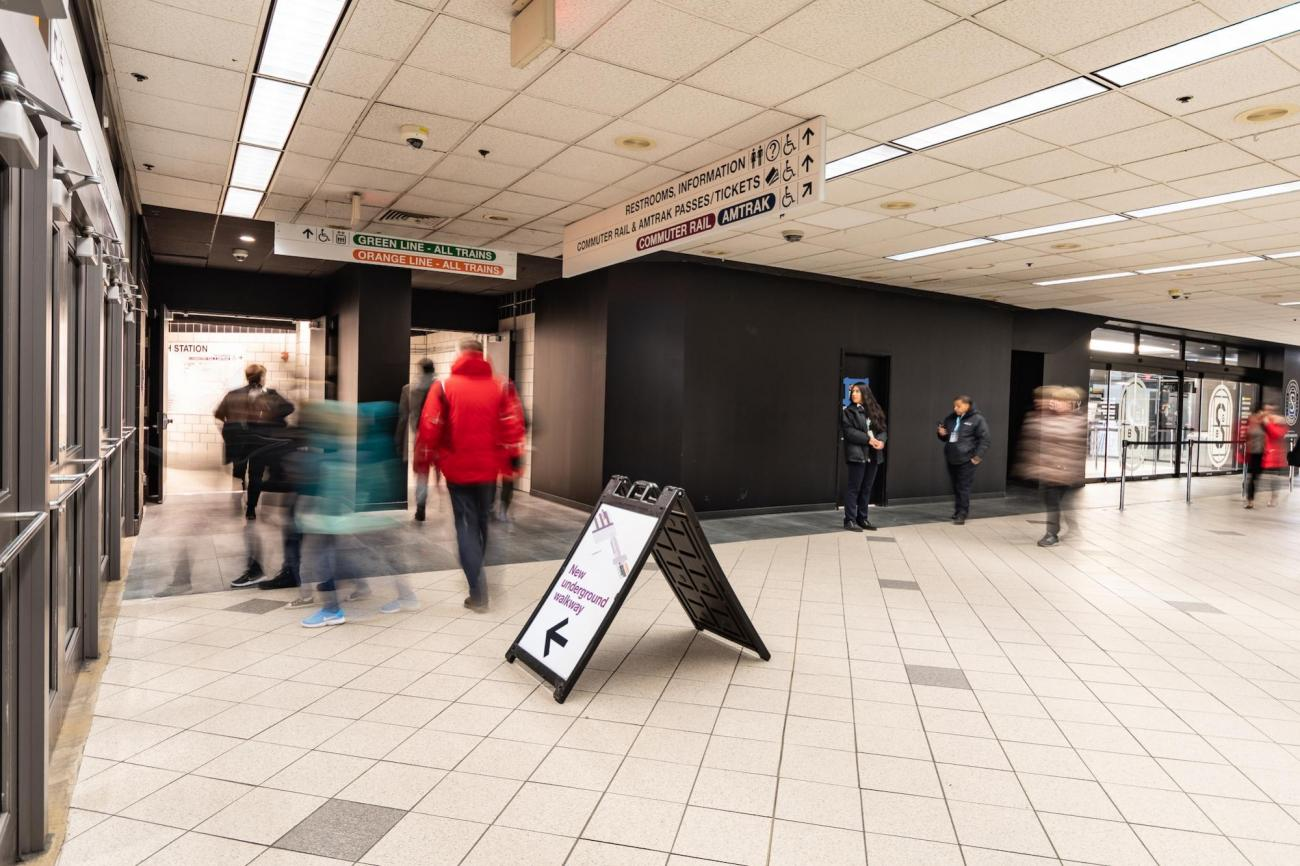 Wayfinding signs in the North Station underground walkway (January 7, 2019)